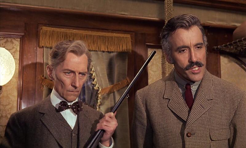 Peter Cushing et Christopher Lee dans Terreur dans le Shanghai Express (Horror Express, Eugenio Martín, 1972)