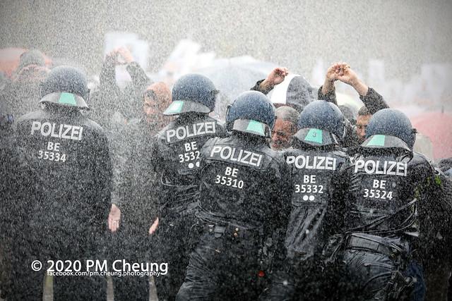 """Verschwörungsideologische """"Querdenken"""" Demonstration gegen die Reform des Infektionsschutzgesetzes (IfSG) - 18.11.2020 - Berlin - _MG_9145"""