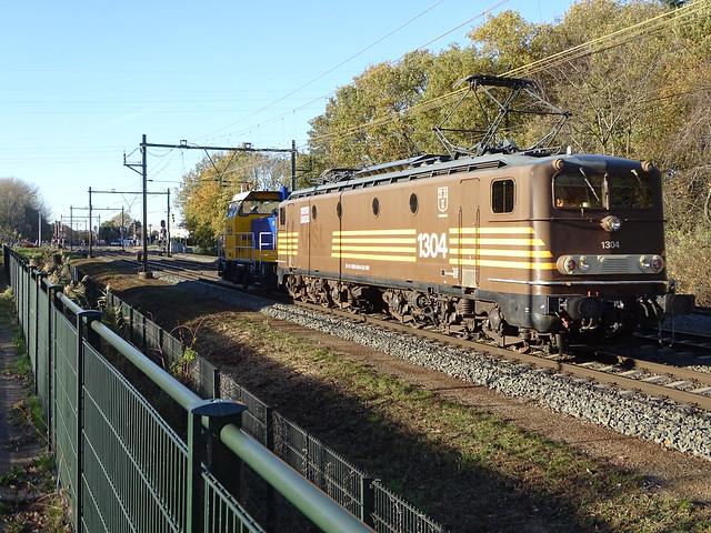 Fairtrain 1304 met NS Rangeerlokje 712 te Blerick Nederland / Fairtrain 1304 with Shunter NS Dutch Railways 712 / Locomotives Train at Blerick,the NL