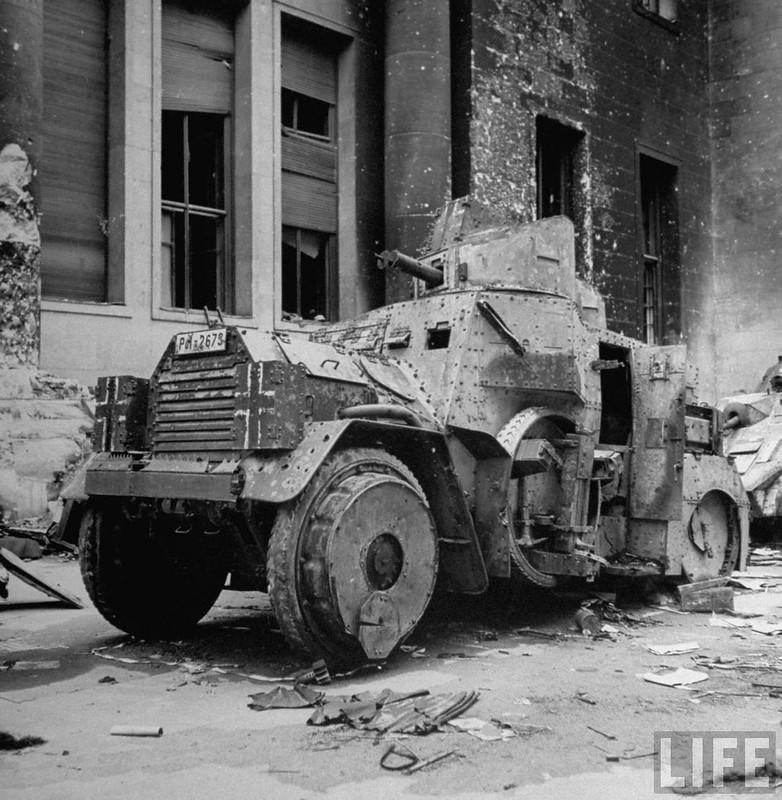 Daimler-DZVR-AC-Reich-Chancellery-1945-life-1