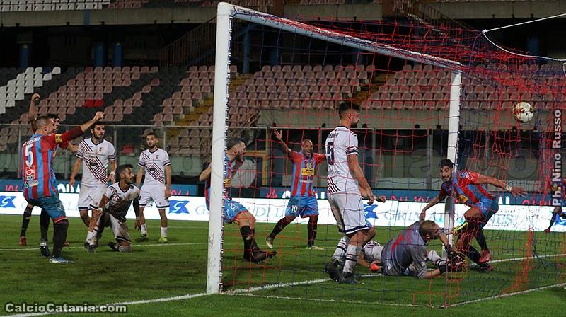 Catania-Vibonese 2-1: Successo con brivido finale