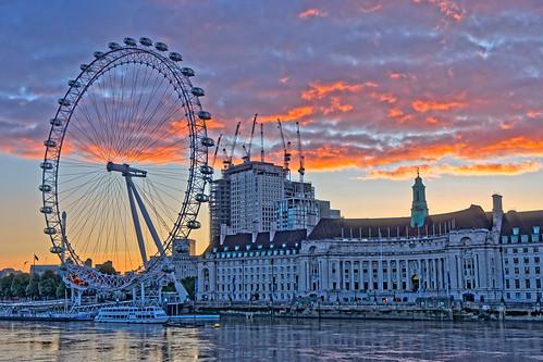 dawn daybreak sunrise building architecture londoneye sky cloud river water thames westminster london nikon nikond5500 sigma sigma1770mm ghe