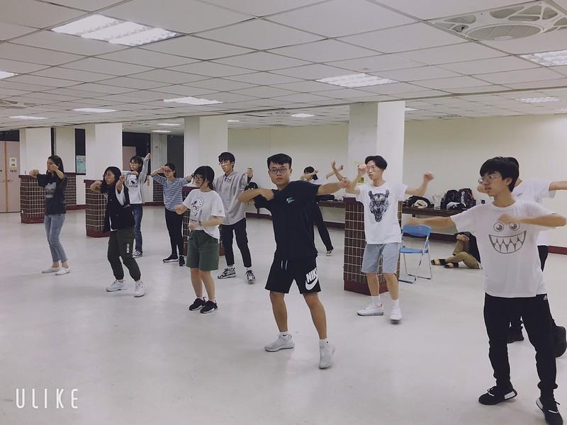 化學啦啦舞蹈組正辛勤練舞。圖/詹慶偉提供