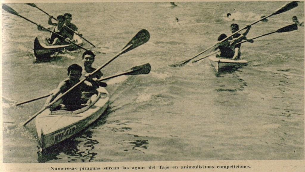 Miembros del Club Náutico de Toledo y del Club Milcar en unas piraguas en las aguas del Tajo. Semanario gráfico As, 15 de julio de 1935.