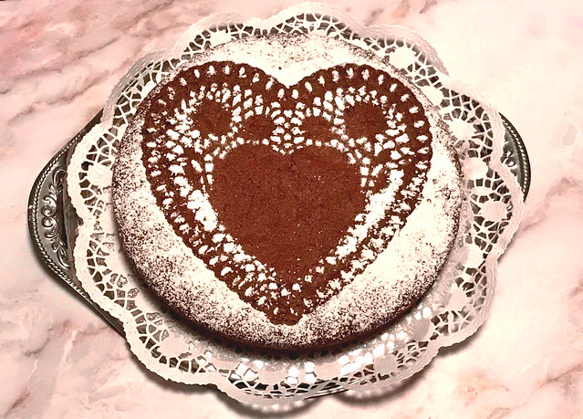 Ein Stück Schokoladenkuchen hebt die Stimmung :-)