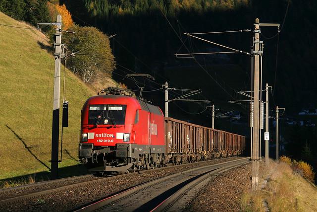 DB 182 019 + goederentrein/Güterzug/freight train - St. Jodok