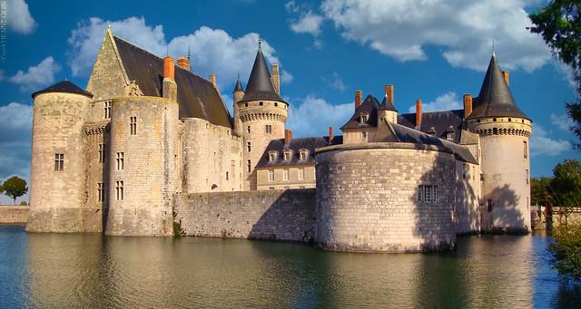 CHÂTEAU DE SULLY-SUR-LOIRE - Loiret - France
