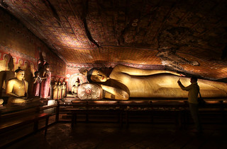 Reclining Buddha in the cave temple complex of Dambulla, Sri Lanka | by Frans.Sellies