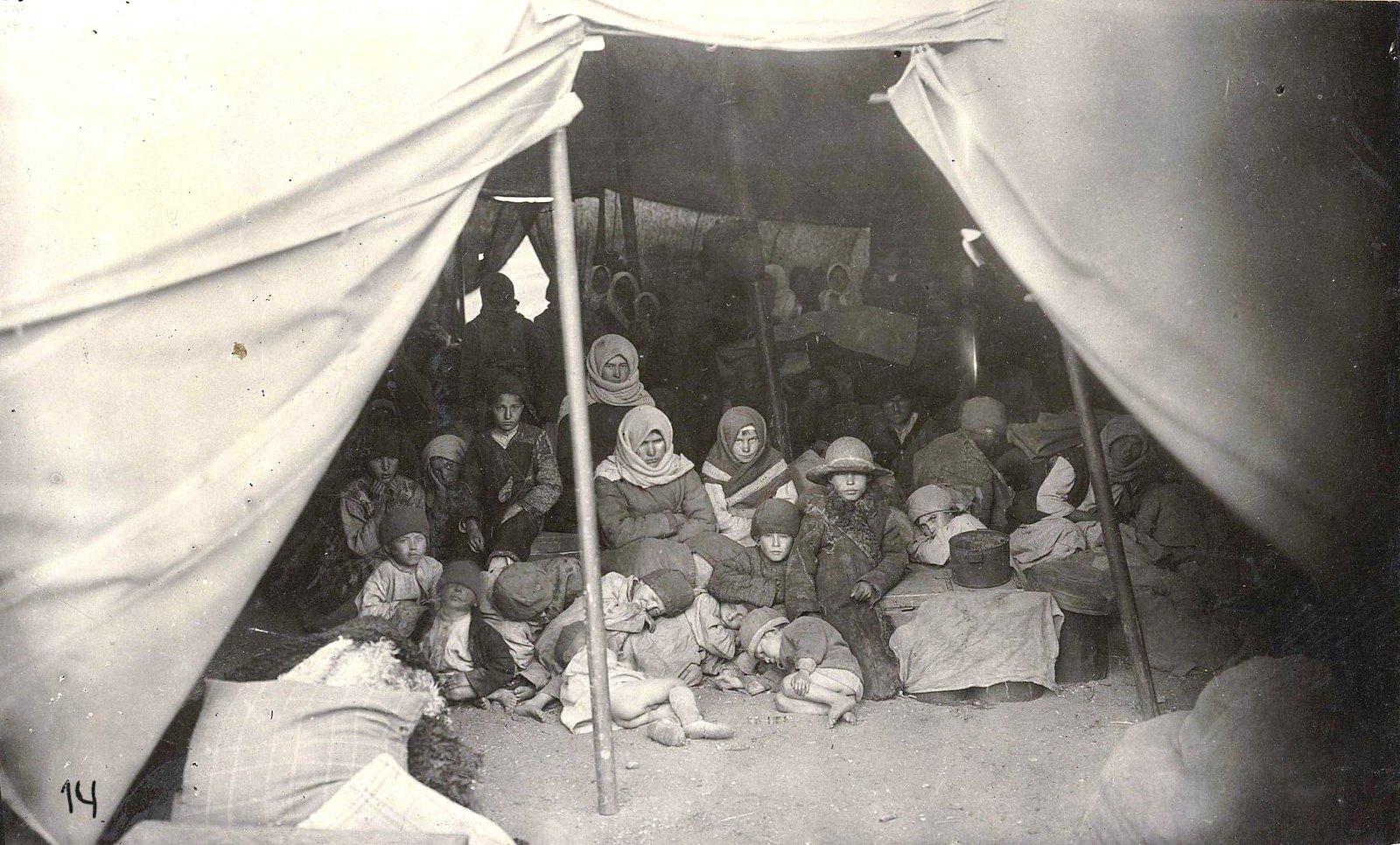 25. Палатки «Воотбазэвака» в лагере беженцев. Самарская губерния, Самара