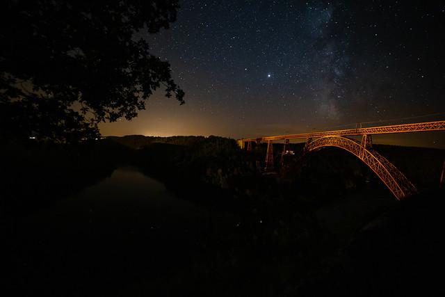 Voie lactée sur le viaduc de Garabit (Cantal) construit par Gustave Eiffel.