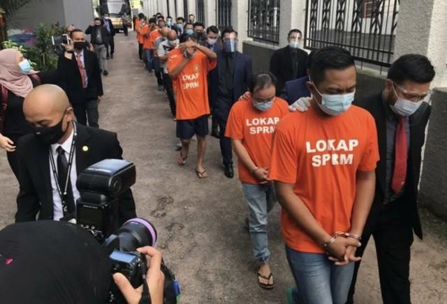 Cop Palsu: Pegawai Imigresen Disogok Rm14.5 Juta Sehingga Mampu Hidup Kaya-Raya