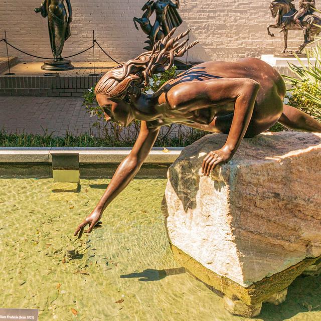 Reaching (William EvAngelos Frudakis, 1996) @ Brookgreen Gardens - Murrells Inlet, SC, USA