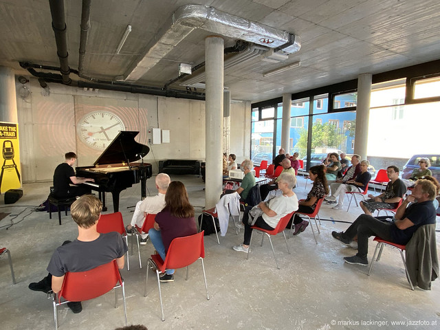 Elias Stemeseder: piano
