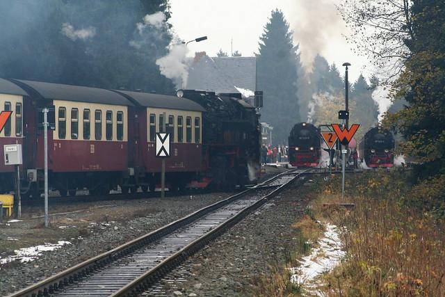 2008-11-02; 0047. HSB 99 7243-1 met Zug 8932, 99 7236-5 met Zug 8920 en 99 7245-6 met Zug 8903. Drei Annen Hohne.
