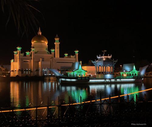 sultanomaralisaifuddinmosque bandarseribegawan brunei bruneidarussalam architecture mosque nightview