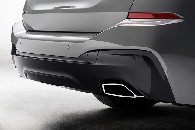M Sport外觀套件搭配雙邊單出矩形排氣尾管