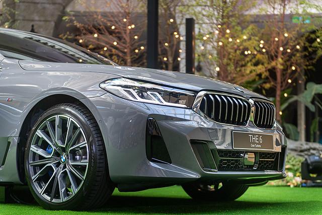 [新聞照片三] 具備主動轉向照明功能的L型智慧LED頭燈組,解構自經典BMW天使眼風格,融合科技與經典,創造簡約質感風尚。