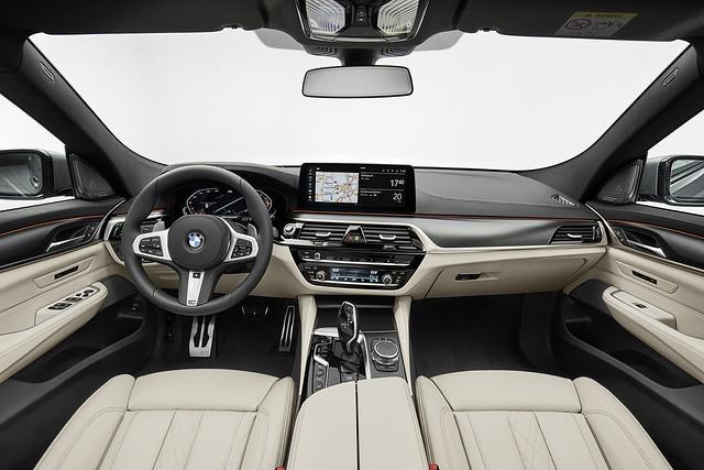 全數位虛擬座艙整合12.3吋虛擬數位儀表與12.3吋中控觸控螢幕
