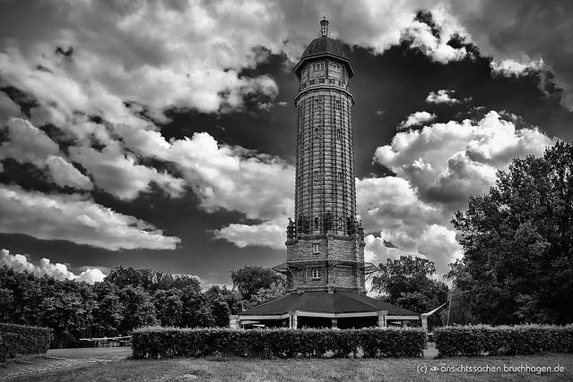 Wasserturm im Stil des Expressionismus