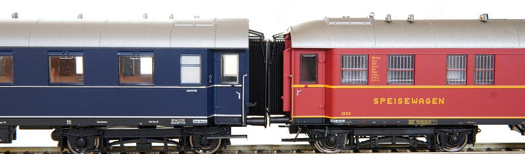 BRAWA 46414 im Zugverband mit Roco B4üe-29/51