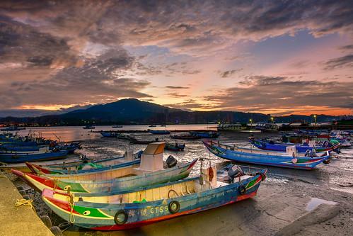 taiwan newtaipeicity balidistrict baliwharf sunrise danshuiriver boat sky cloud outdoors 台灣 新北市 八里區 八里渡船頭 晨曦 霞光 rays lighting