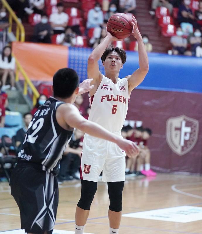 輔大江均UBA首登場15分12籃板。(大專體總提供)