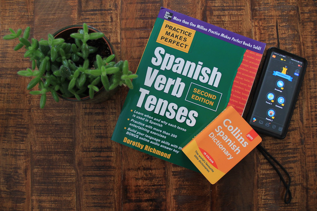 Learning Spanish with Duolingo and some helpful reference books