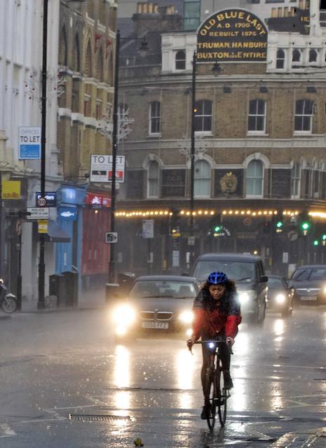 DSC_7656c Shoreditch London The Old Blue Last English Pub Great Eastern Street in a Rain Storm Downpour Wet Lady Cyclist