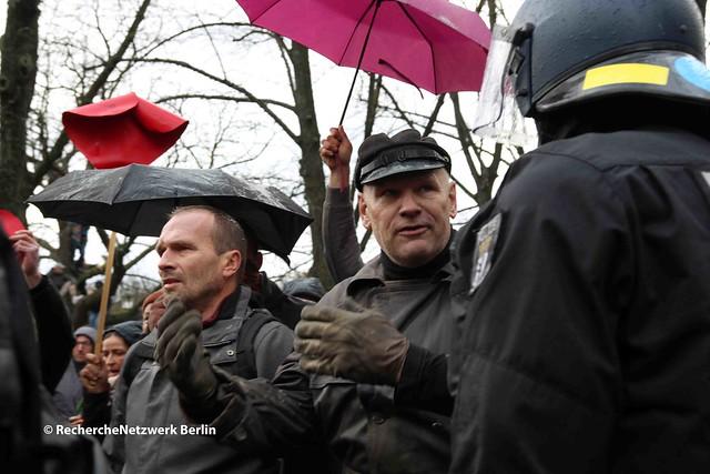 18.11.2020 Berlin: Rechte Querdenker und Neonazis demonstrieren gegen das Infektionsschutzgesetz