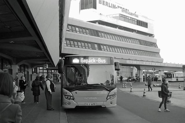 Berlin Flughafen Tegel TXL 7.11.2020 BVG Bus