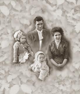 2020-11-20. Frank and Johanna (Bruebach) Abel, Jr. family ca. spring 1912
