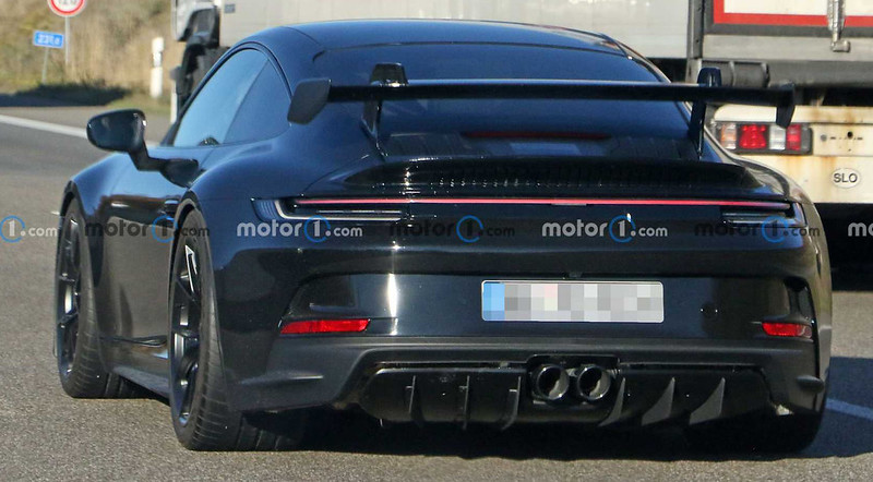 2021-porsche-911-gt3-rear-spy-photo