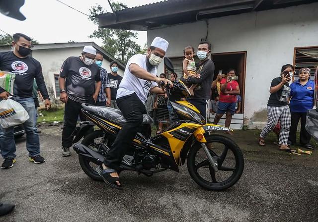 Sebak Baca Kisah Amran, Ebit Lew Beli Motosikal Baharu