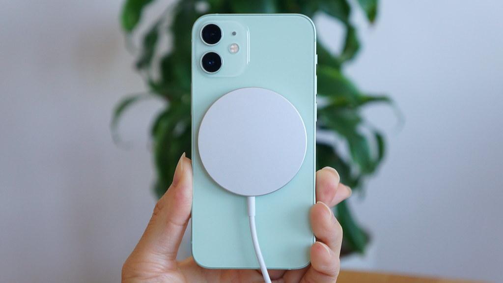 iPhone 12 miniとiPhone SEの違いを比較 - 電池持ち・バッテリー