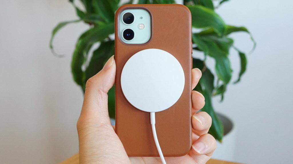 iPhone 12、ワイヤレス充電できなくなる問題が複数報告される