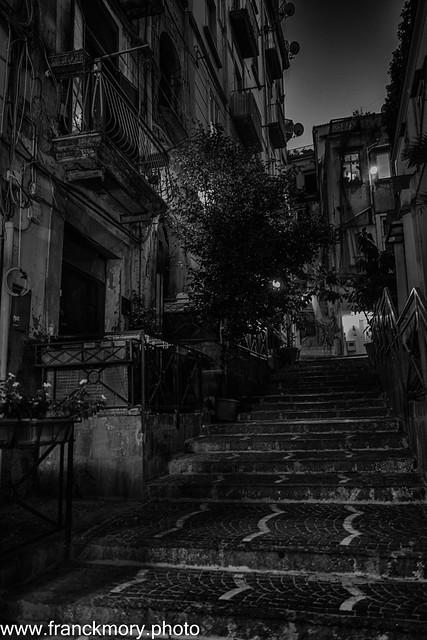 Naples 19h05 09/20 Escalier de nuit