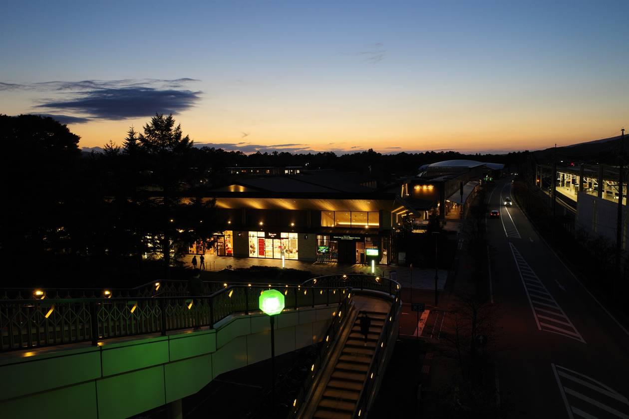 軽井沢駅の夕焼けと夜景