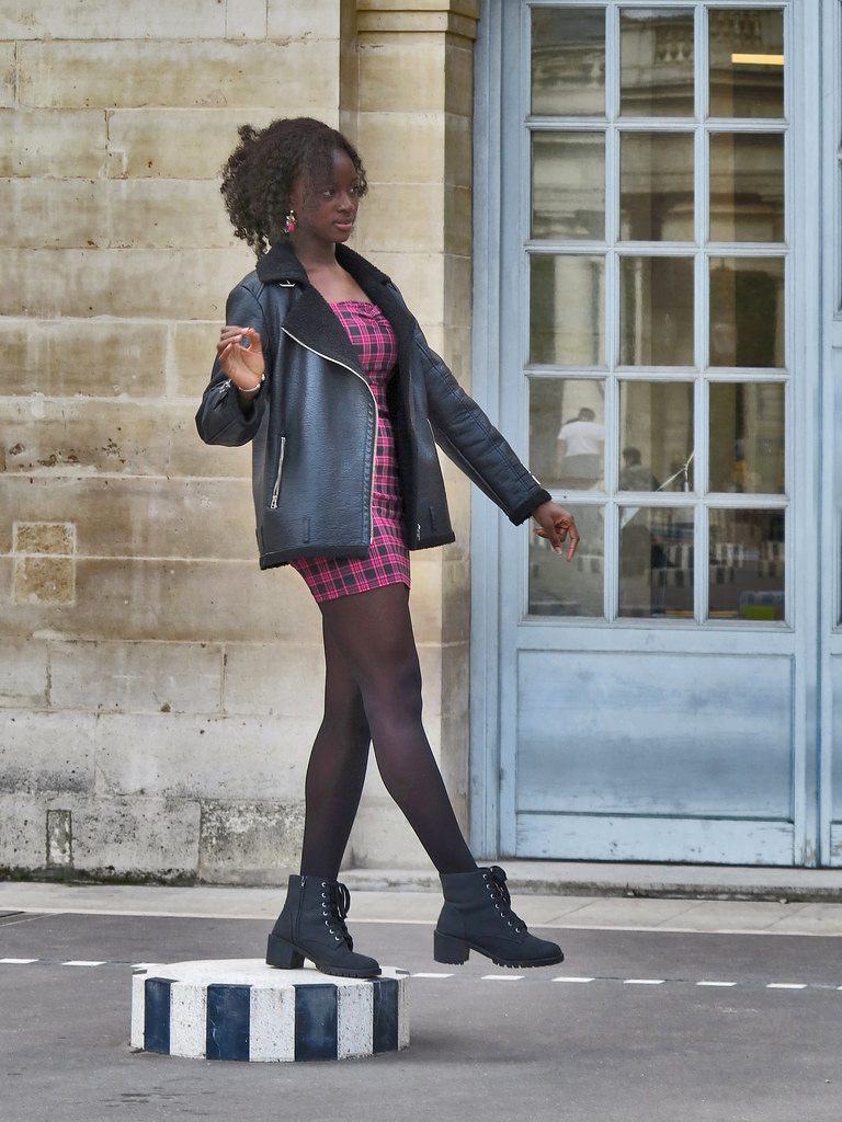 Elegant black girl posing in the courtyard of the Ministry of Culture