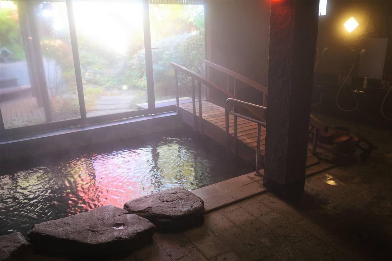 北軽井沢温泉・地蔵川の温泉風呂