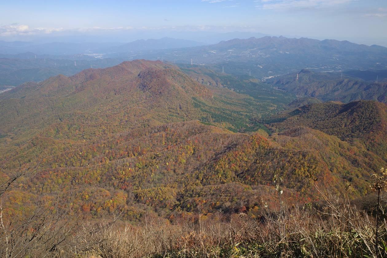浅間隠山から眺める麓の紅葉風景