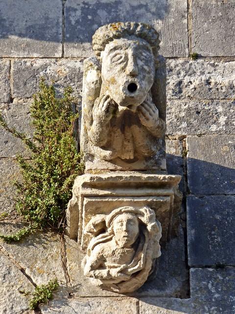 Gargouille et Modillon, église Saint Martin...Esnandes