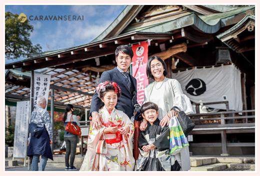 愛知県犬山市の針綱神社で七五三 記念の家族写真