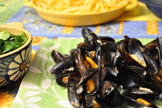 November 2020 ... Moules Marinières (Muscheln nach Seemannsart) mit Pommes frites und Salat ... Brigitte Stolle