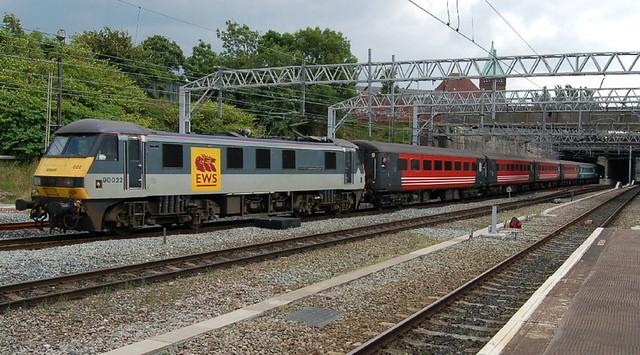 EWS Class 90 90022 'FreightConnection' - Stockport