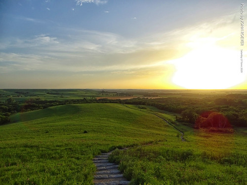kansas rileycounty manhattan prairie konzaprairie flinthills hills landscape countryside trails hikingtrails evening beforesunset 2020 june june2020 summer summer2020 color colour colors colours sky skies greengrass usa