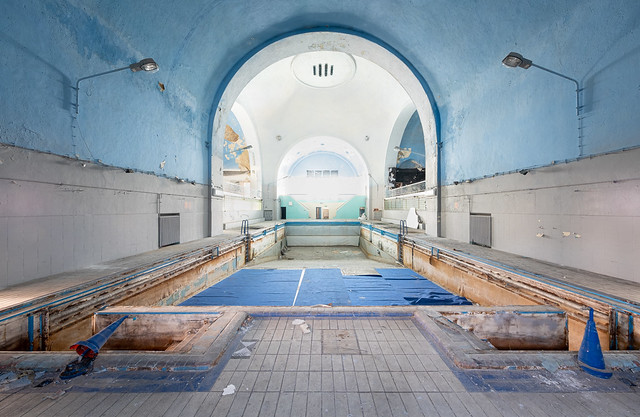 Abandoned swimming pool_004