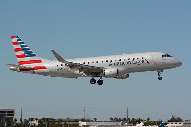 N438YX Embraer 175 KMIA 17-04-18