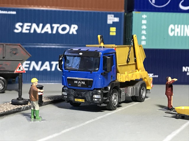 MAN skip container truck in H0 (1/87)