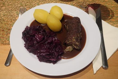 Rinderrouladen mit Rotkohl und Salzkartoffeln (mein Teller)
