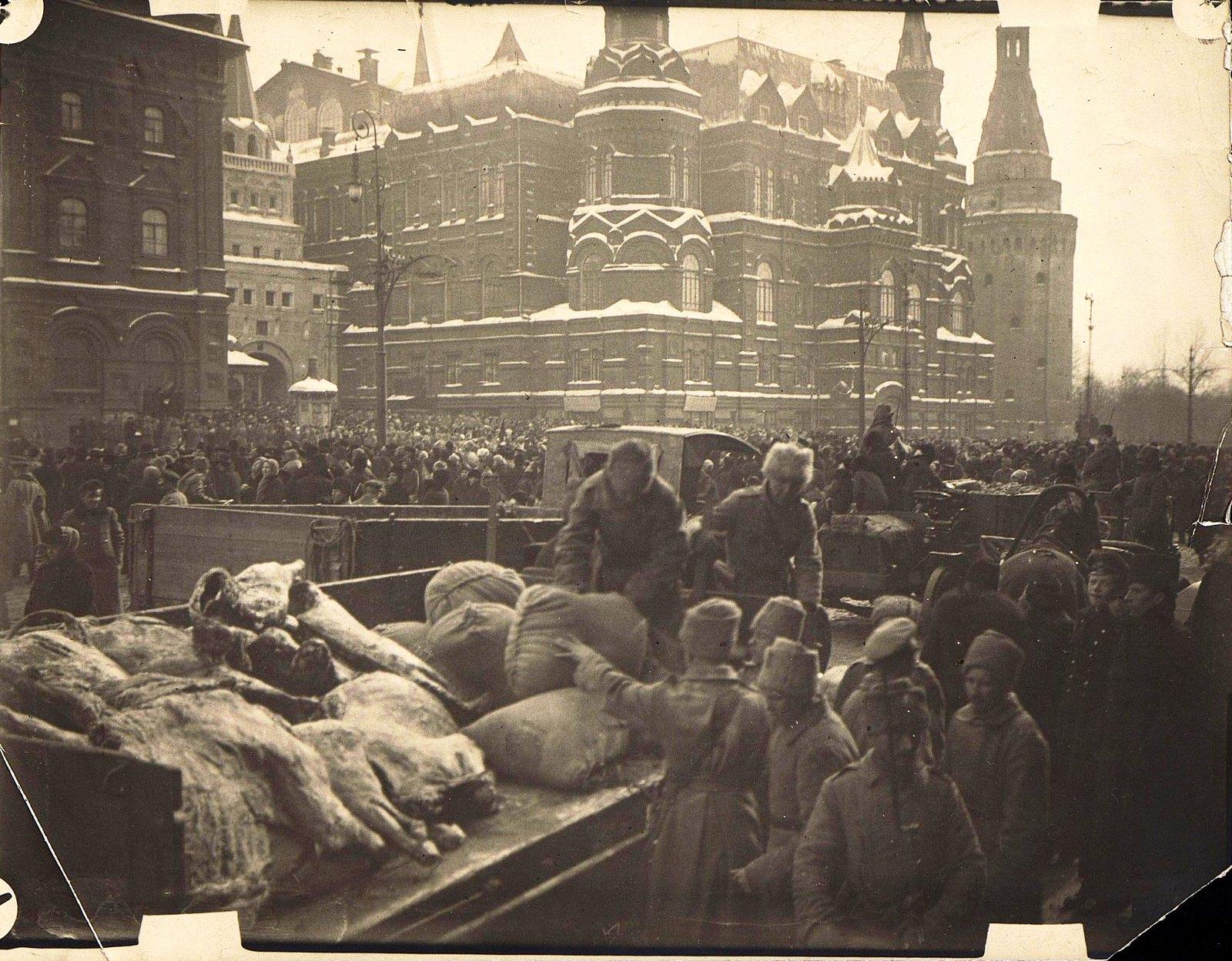 03. 1919. Москва. Продотряды на Воскресенской площади